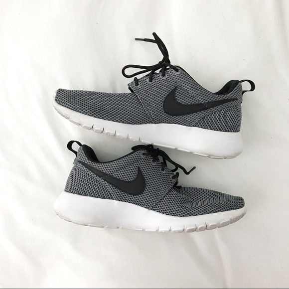Nike Shoes - Nike Roshe - Kids 4.5   Women s 6 3a98e0d251